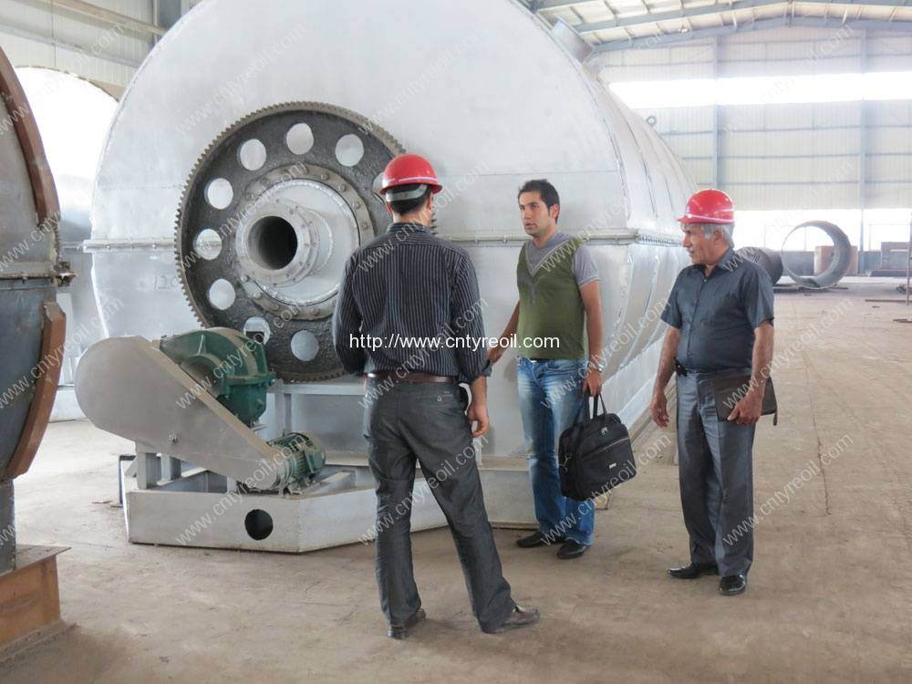 Iran-Customer-visit-waste-tyre-pyrolysis-recycling-to-oil-machine