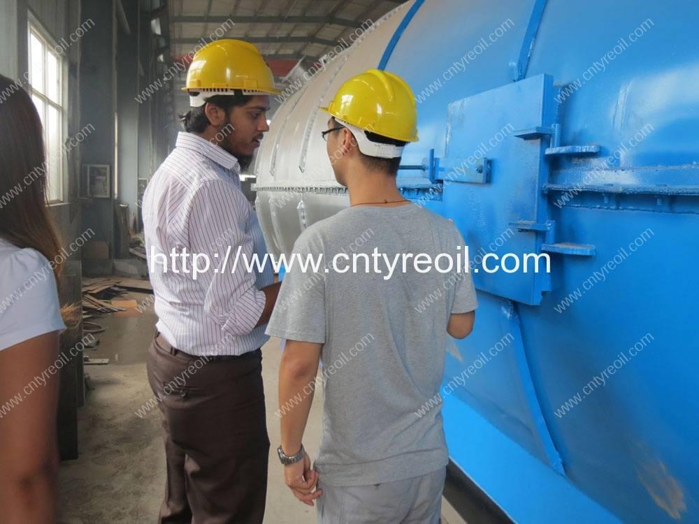 Pakistan-Customer-visit-waste-tyre-pyrolysis-to-oil-machine