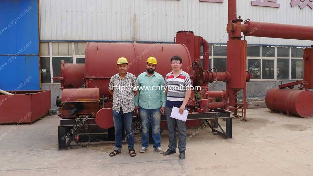 Irland-Customer-Visit-Our-Factory-for-Waste-Tyre-Pyrolysit-to-Oil-Plant
